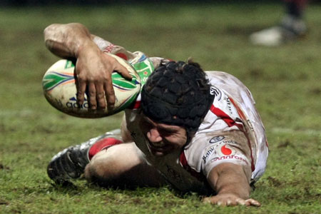 Isaac Boss scores a try on his 100th Ulster appearence