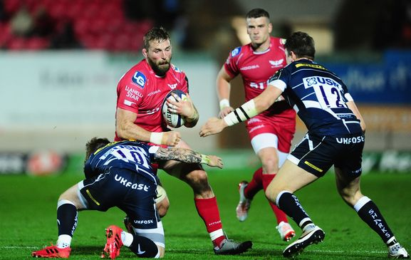 Scarlets lift PRO12 trophy following dominant display against Munster